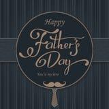 愉快的父亲节问候 封缄信片 导航与乱画领带、蝶形领结和玻璃的背景 免版税图库摄影