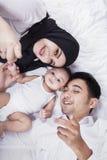 愉快的父母和男婴特写镜头  免版税库存照片