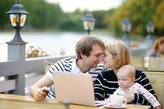 愉快的父母身分 免版税库存图片
