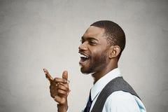 愉快的特写,把手指指向的笑的商人某人 免版税库存图片