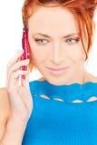 愉快的电话粉红色妇女 免版税库存图片