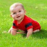 愉快的男婴婴儿夏天画象户外 库存图片