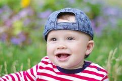 愉快的男婴Portpait在夏天 免版税库存照片