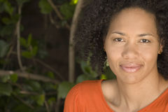 愉快的确信的妇女非裔美国人微笑 库存照片