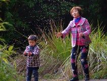 愉快的祖母和孙子 库存图片