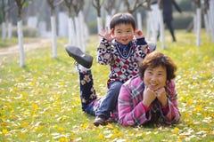 愉快的祖母和孙子 免版税图库摄影