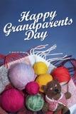 愉快的祖父母天、白色文本、温暖和关心 免版税库存图片