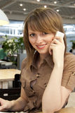 愉快的移动电话联系的妇女年轻人 图库摄影