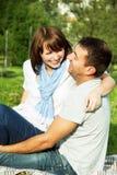 愉快的笑的夫妇 免版税库存图片