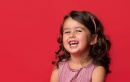 愉快的精力充沛的小女孩 免版税图库摄影