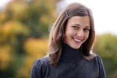 愉快的纵向微笑的妇女年轻人 免版税图库摄影