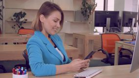 愉快的经理用途手机户内 股票视频