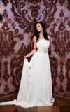 白色婚礼礼服的美丽的性感的新娘 图库摄影