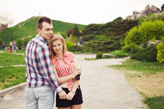 愉快的美好的夫妇在日期 免版税库存照片