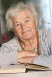愉快的老妇人 免版税图库摄影