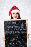 愉快的肥胖圣诞老人女孩 在圣诞老人帽子的一个模型 XXL妇女celebr 库存照片