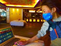 愉快的西藏女孩 免版税库存照片