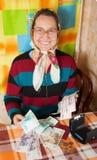 愉快的货币前辈妇女 免版税图库摄影