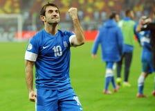 愉快的足球运动员乔治斯Karagounis庆祝合格对世界杯足球赛2014年 免版税库存图片