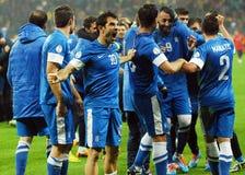 愉快的足球运动员庆祝合格对世界杯足球赛2014年 免版税库存图片