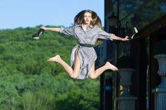 愉快的跳的妇女 图库摄影