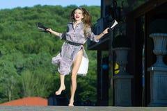 愉快的跳的妇女 免版税库存图片