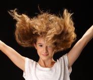 愉快的跳跃的女孩特写镜头画象  免版税库存照片