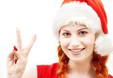 愉快的辅助工显示符号胜利的圣诞老人 免版税图库摄影