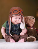 愉快的逗人喜爱的三个月的老亚裔婴孩 库存照片
