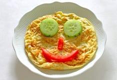 愉快的面孔煎蛋卷 免版税库存照片