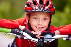 愉快的骑自行车者 免版税图库摄影