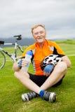 愉快的高级自行车骑士 库存照片