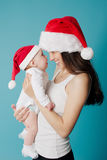愉快的婴孩她的母亲 免版税库存图片