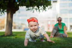 愉快的婴孩末端母亲 免版税库存照片