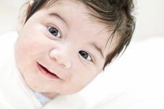 愉快的婴孩的面孔,微笑,幸福,儿童画象,逗人喜爱的微笑 免版税库存图片