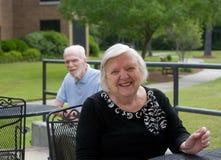 愉快的更老的微笑的妇女 免版税图库摄影