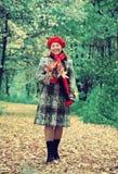 愉快的年长妇女在秋天 库存照片