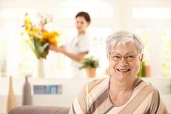 愉快的年长妇女纵向  免版税库存照片