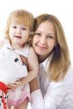 愉快的dauther她母亲微笑 免版税库存图片