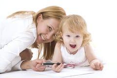 愉快的dauther她母亲微笑 图库摄影