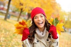 愉快秋天的妇女和极乐 免版税库存图片
