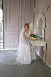 愉快美丽的新娘 库存照片