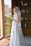 愉快美丽的新娘 图库摄影