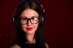 愉快耳机运算符纵向微笑 免版税库存图片