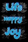 愉快词在蓝色颜色白垩手字法的生活和喜悦在黑背景 免版税库存照片