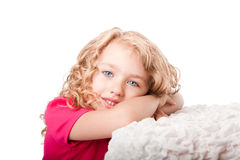 愉快逗人喜爱的作白日梦的女孩 图库摄影
