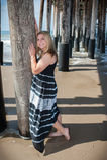 愉快青少年在海滩 免版税图库摄影