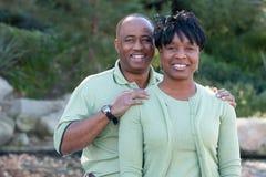 愉快非洲裔美国人的有吸引力的夫妇 免版税库存照片