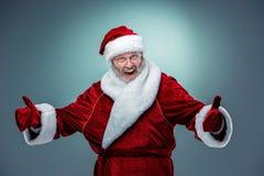愉快,微笑的圣诞老人 免版税图库摄影