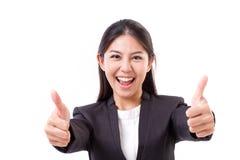 愉快,微笑,显示赞许gestu的成功的女商人 免版税图库摄影